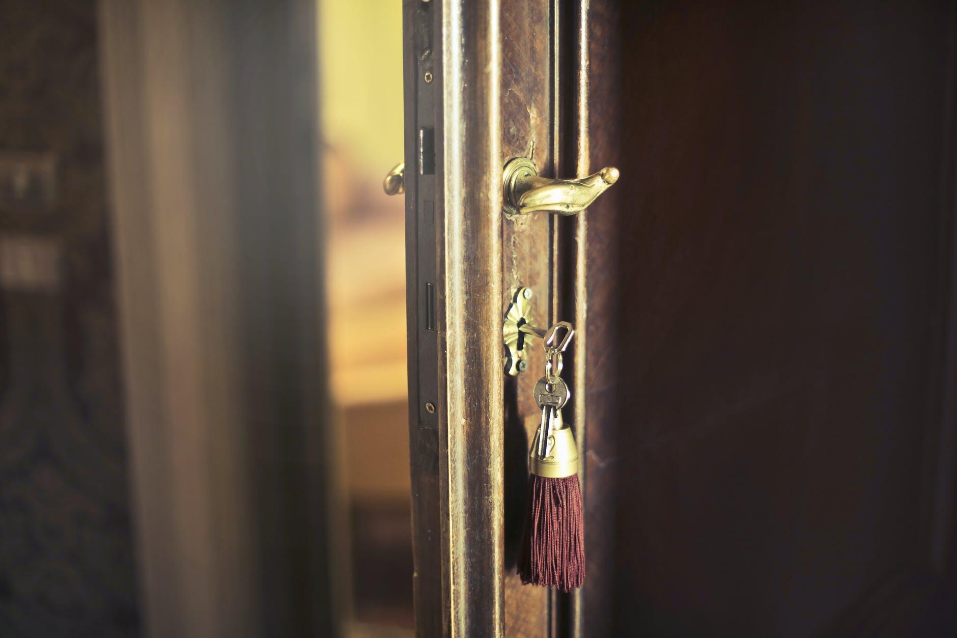 dvere s kľúčmi