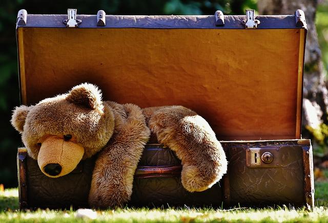 hračky v kufru.jpg