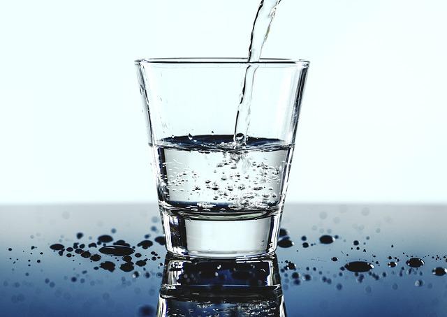 sklenice vody.jpg